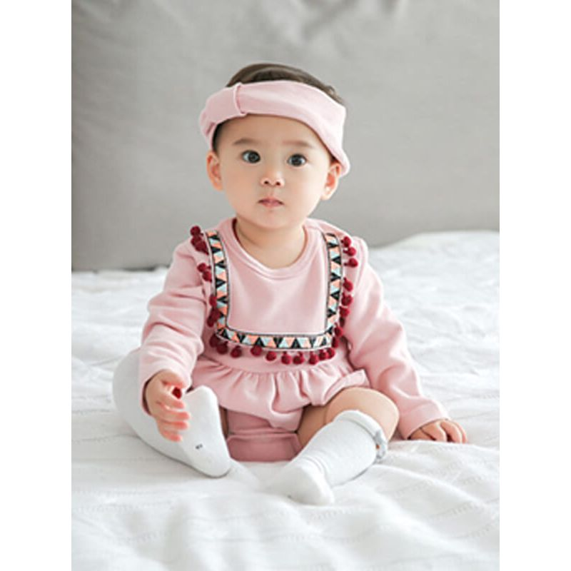 Kiskissing Long Sleeve Cotton Warm Romper Bodysuit for Babies the model show wholesale baby clothes