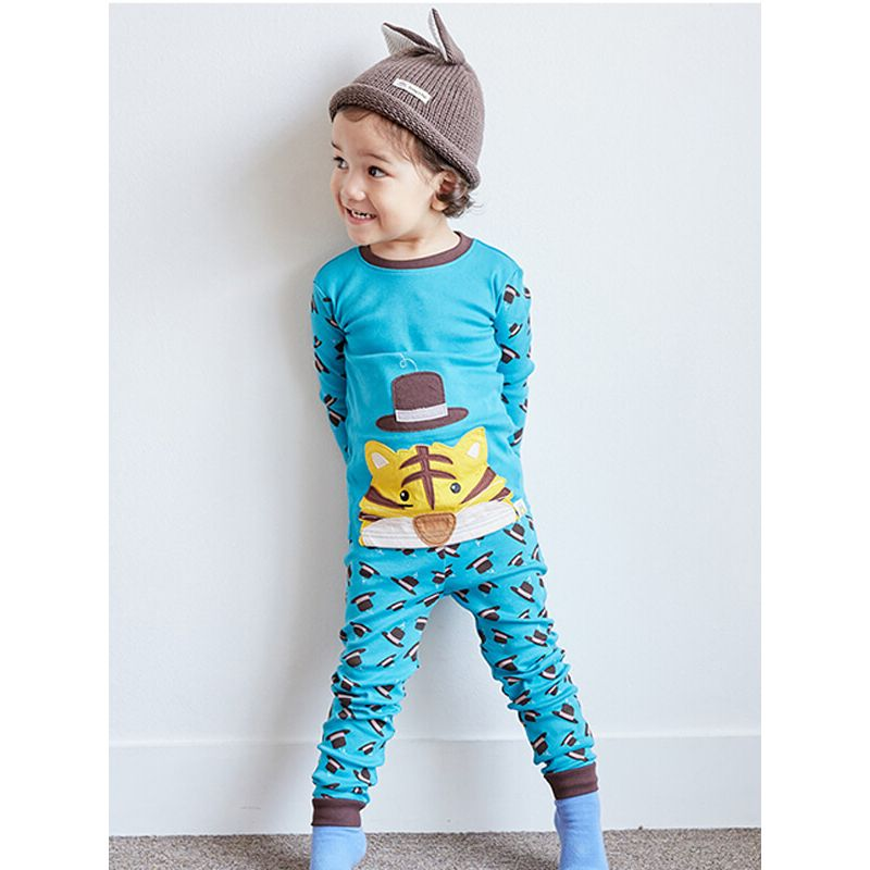 Kiskissing tiger graphic Long Sleeve Cartoon Pattern Top Tee Pants Pajamas Set for Babies Toddlers Boys Girls the model show wholesale kids clothing