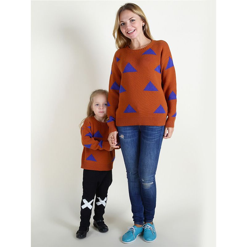 Kiskissing mom and me Triangles Knitted Pullover Sweater Top for Babies Toddlers Boys Girls Mothers the model show obverse side