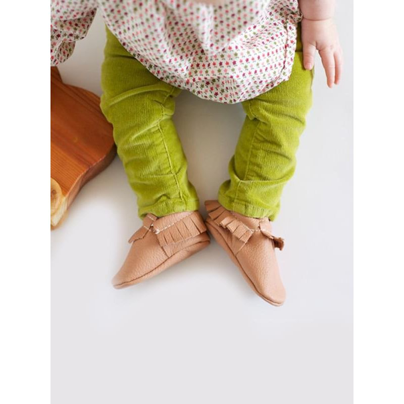 Kiskissing khaki Artificial Leather Fringed Slip-on Pre-walking Crib Shoes for Babies the model show wholesale baby shoes