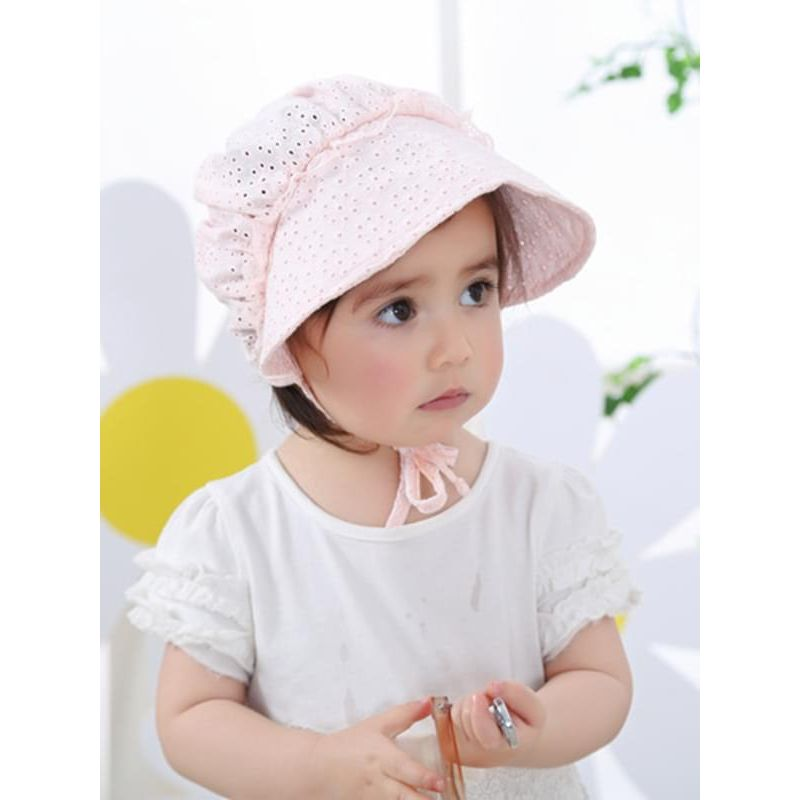 Kiskissing Solid Color Straps Breathable Cotton Sunhat for Baby Girls the model show wholesale baby accessories the obverse side