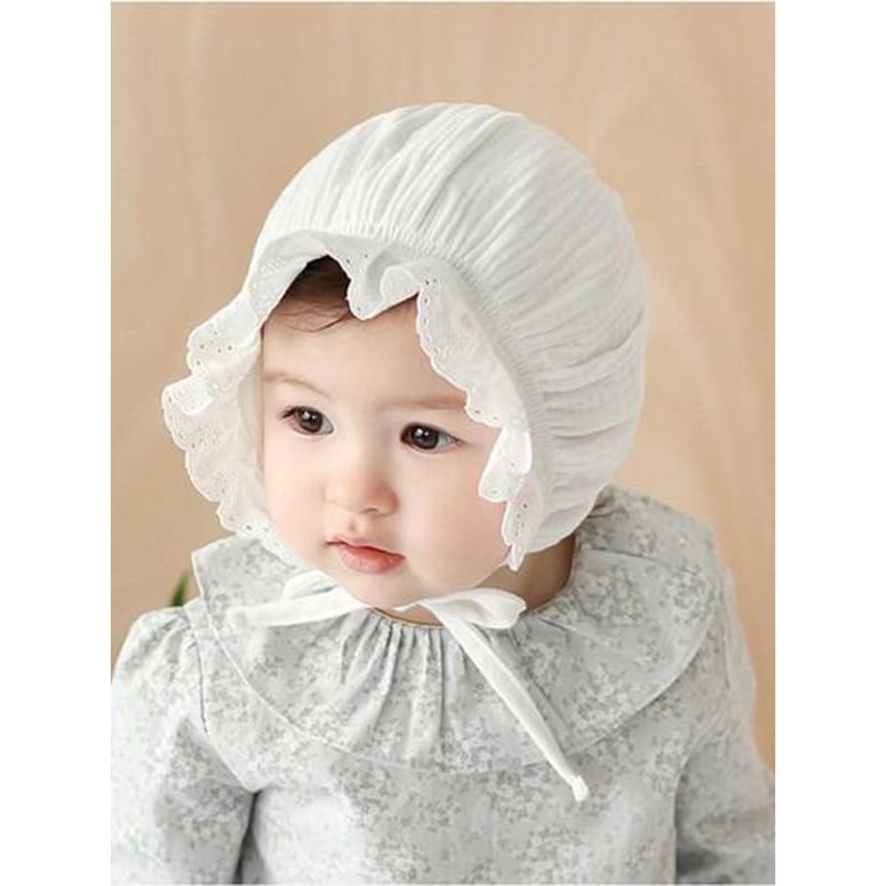 Kiskissing Solid Color white Straps Elastic Ruffled Cotton Hat for Baby Girls the model show wholesale baby accessories