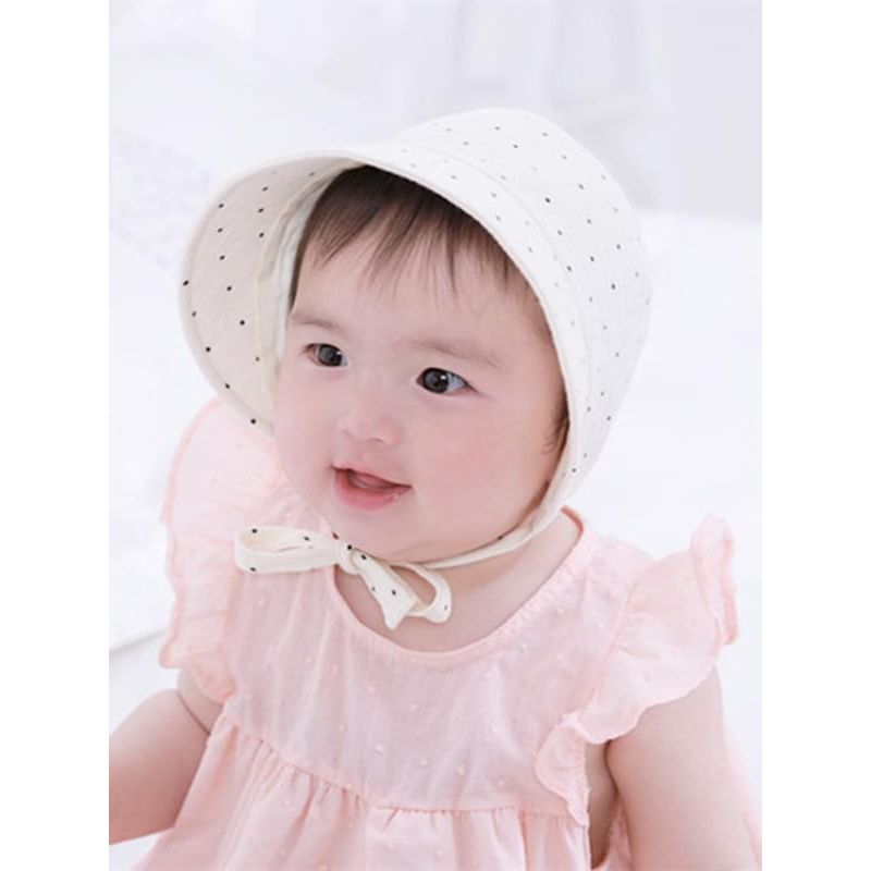 Kiskissing Dots Printed Straps Cotton Windproof Sunhat for Babies the model show wholesale baby accessories