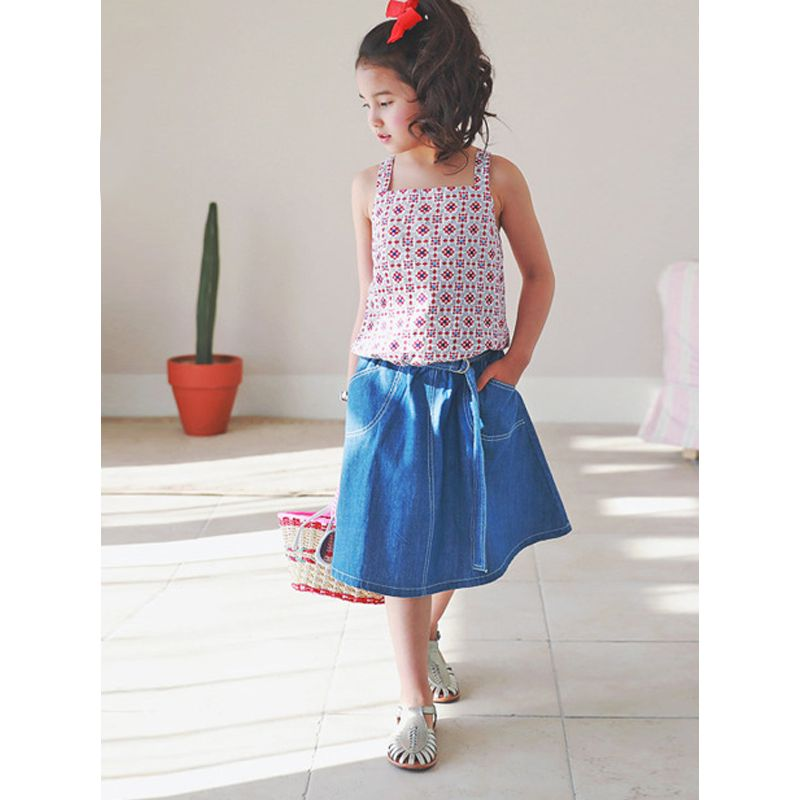 Kiskissing 2-piece Sun-top Skirt Outfit Set Strapped Top Jeans Skirt for Girls the model show kids wholesale clothing