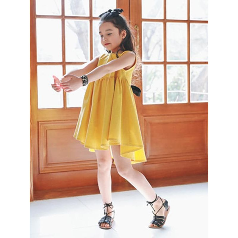 Kiskissing Stylish Yellow A-line Bow Sleeveless Princess Dress for Girls the model show wholesale princess dresses