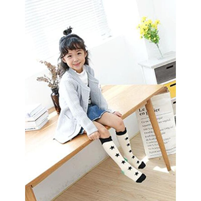 Kiskissing Breathable Stars Printed Cotton Socks Stockings for Toddlers Girls the model show wholesale children's accessories