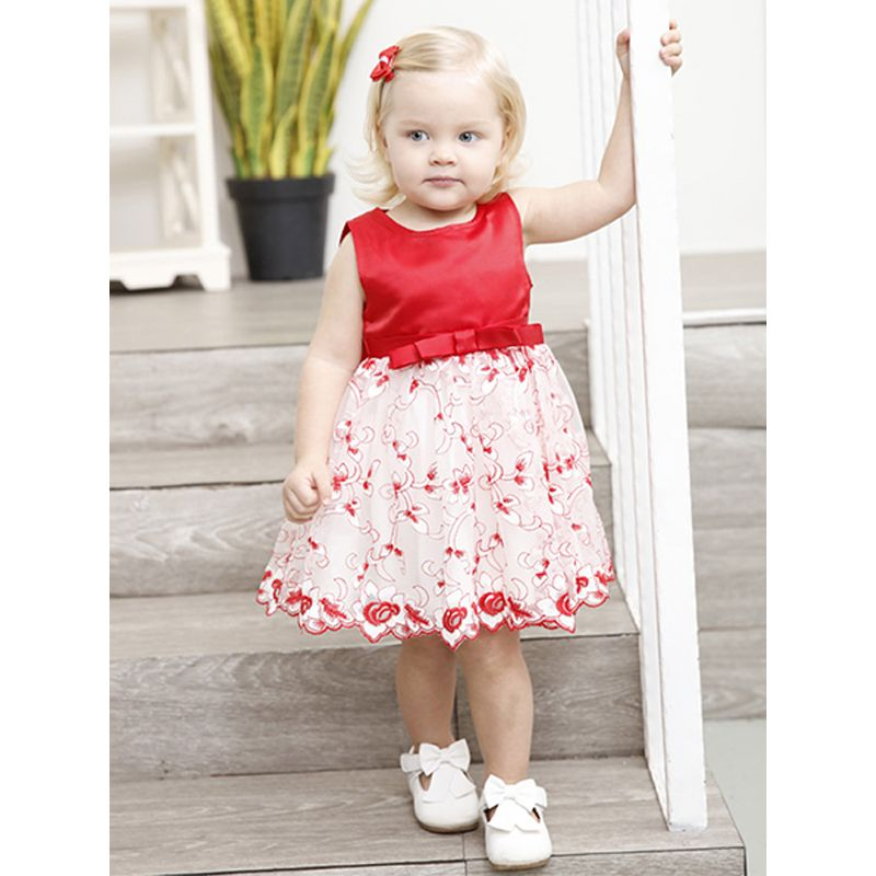Kiskissing Vest Skirt Patchwork Round Neck Sleeveless Fashion Lace Dress For Toddlers Girls the model show wholesale baby clothes
