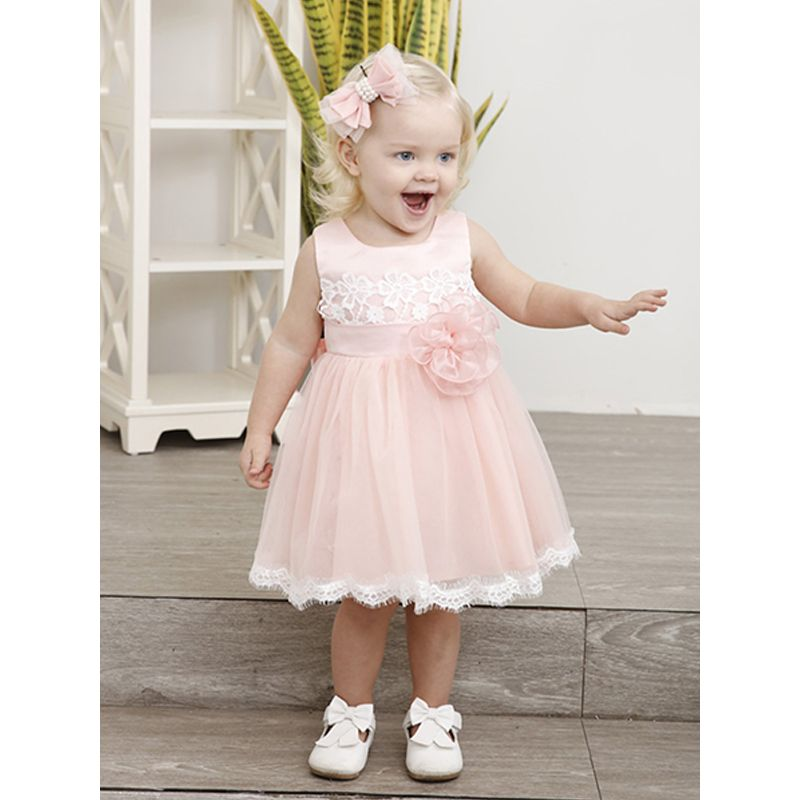 Kiskissing Cute Aplique Girls Fashion Lace Dress Sleeveless Lacework Tulle Princess Dress For Toddlers Gilrls the model show wholesale princess dresses