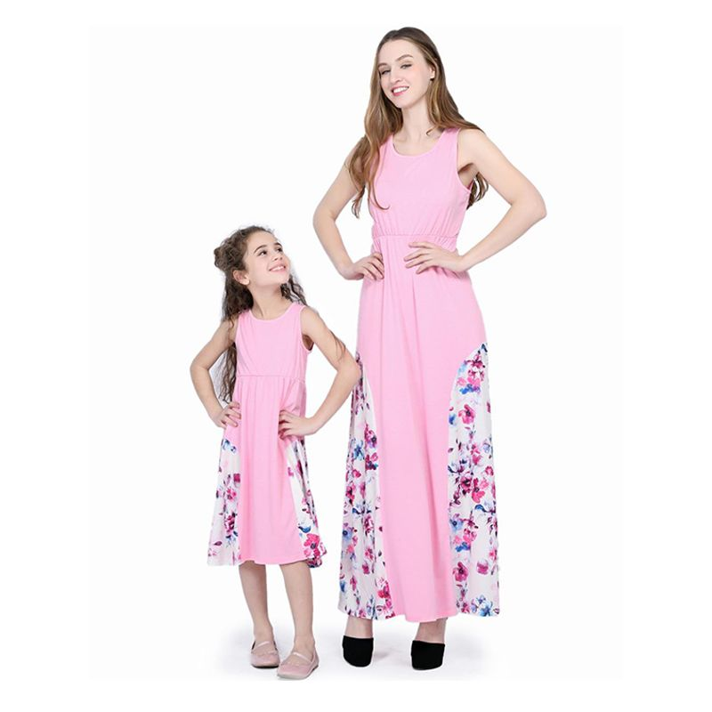 Kiskissing Mommy And Me Paneled Floral Pink Dress Sleeveless Round Neck the model show the obverse side family matching dress