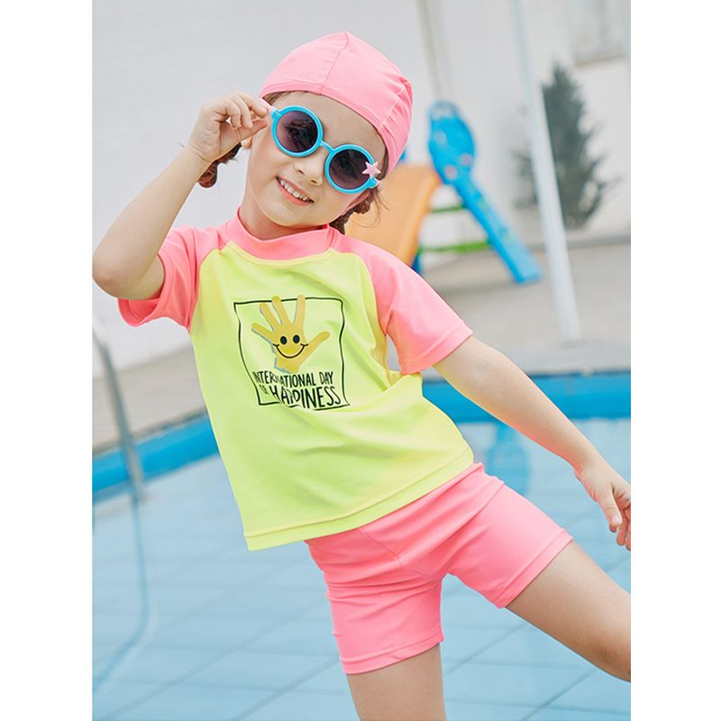 3-piece Hat Top Shorts Kids Swimsuit Set Quick-dry Sun Protective Girls Swimsuit  - UPF 50+ Cute Smiling Hand Letters Print Childrens Sunscreen Swimwear
